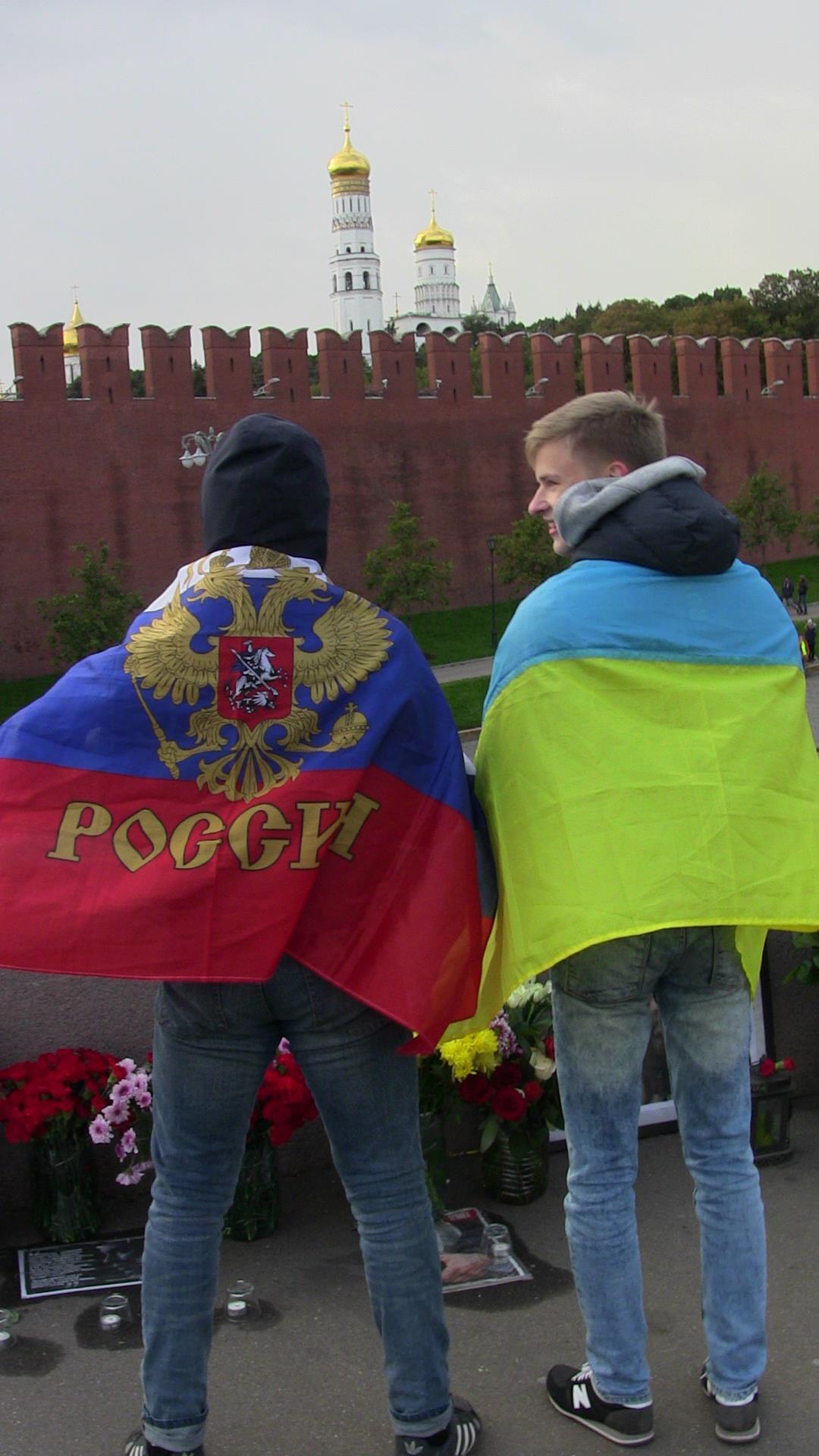 Власти Москвы третий раз ликвидировали народный мемориал Немцова - Цензор.НЕТ 533