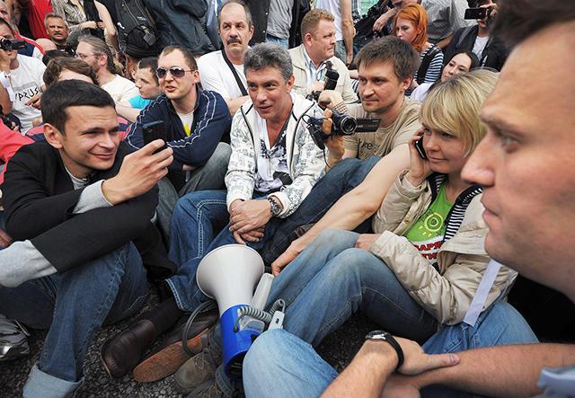 «Сидячая забастовка» на «Марше миллионов» в Москве. 6 мая 2012-го Фото: Александр Миридонов / Коммерсантъ