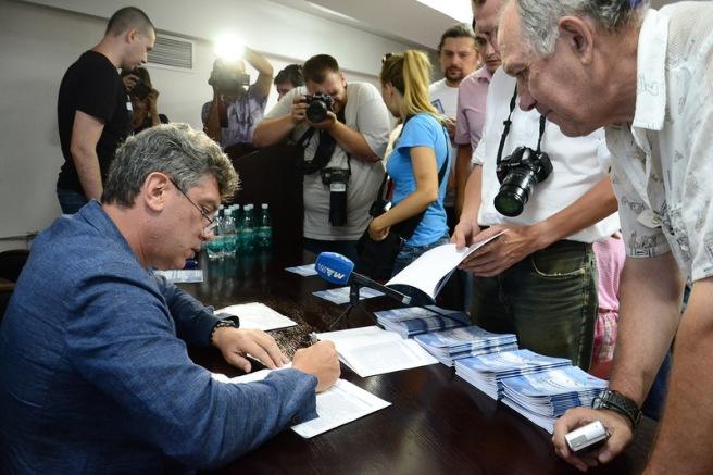 27.06.2013 Сочи По завершении доклада все желающие получили автограф.