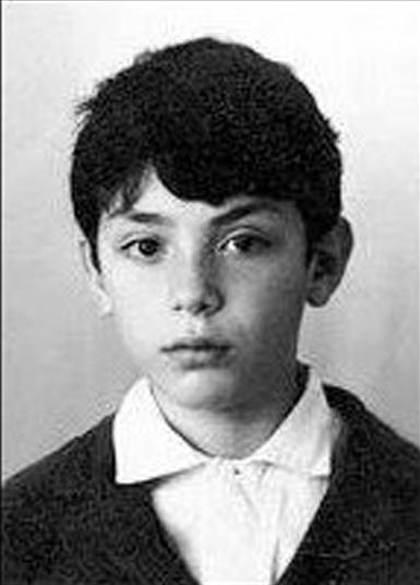 Боря Немцов, хороший мальчик из хорошей семьи. Школу окончил с золотой медалью, в 24 года стал кандидатом физико-математических наук, специализировался на звездных войнах. Конец 60-х