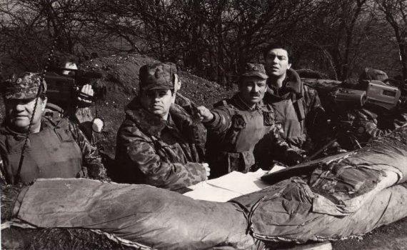 В Чечне Борис Немцов (крайний справа) бывал не раз. Фото из личного архива Жанны Немцовой