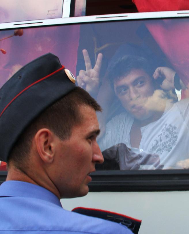 Фото: Антон Новодережкин / ТАСС / Scanpix Задержание лидера движения «Солидарность» Бориса Немцова на несанкционированной акции оппозиции в защиту 31-й статьи Конституции РФ на Триумфальной площади, 2 августа 2010 года