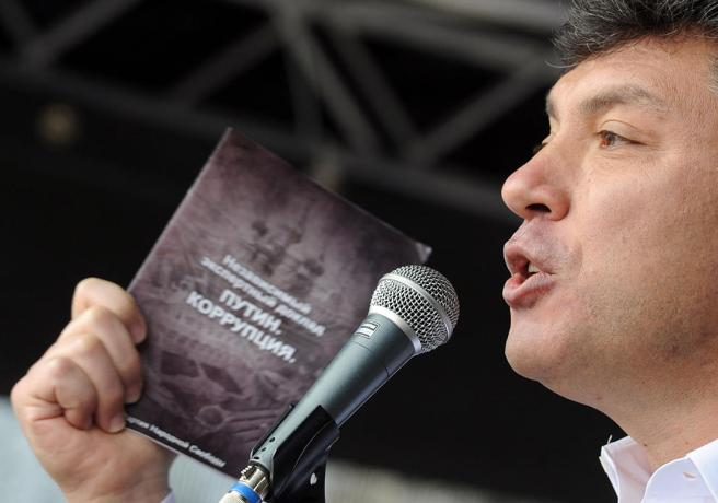 Фото: Артем Коротаев / ТАСС / Scanpix Сопредседатель движения «Солидарность» Борис Немцов на митинге оппозиции, организованном демократической «Партией народной свободы» (Парнас) на Болотной площади, 16 апреля 2011 года