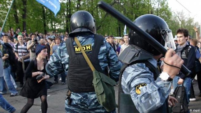 """6 мая 2012 года, в день инаугурации Владимира Путина, акция протеста российской оппозиции закончилась столкновениями с полицией и арестами - так возникло так называемое """"болотное дело"""""""