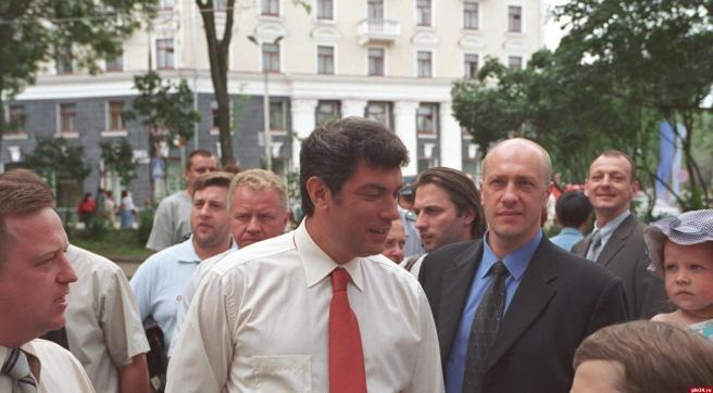 Борис Немцов в Пскове. 2002 год