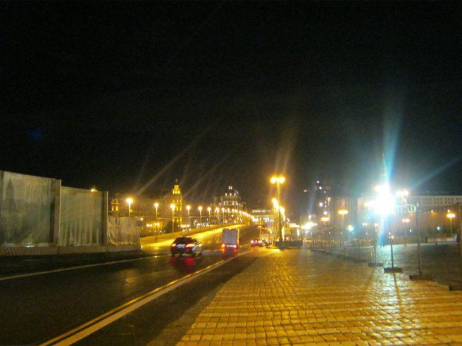 Впереди Большой Москворецкий мост (Немцов мост)