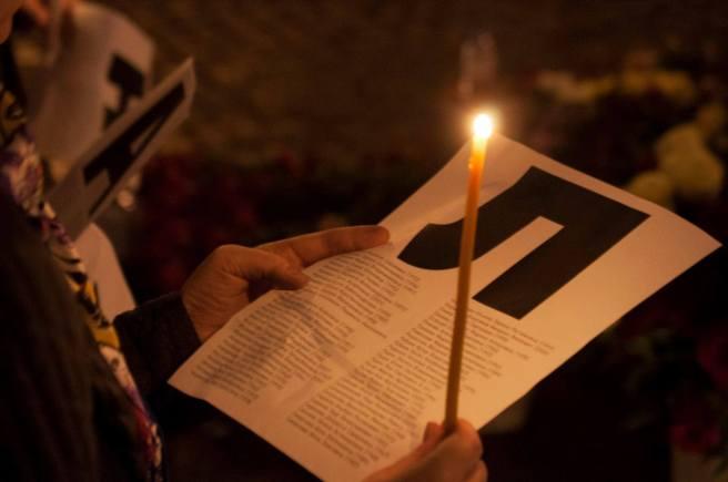 1 сентября 2015 года. Акция памяти погибших в Беслана. Россияне читают имена погибших у памятника жертвам теракта в Беслане на Китай-городе