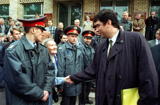 Первый вице-премьер правительства России Борис Немцов во время рабочей поездки в Самару, 28-29 мая 1997 года.