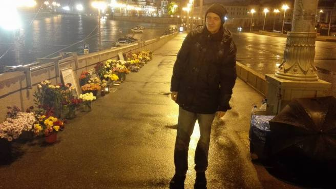 Промокший насквозь, неунывающий Алексей Михеев