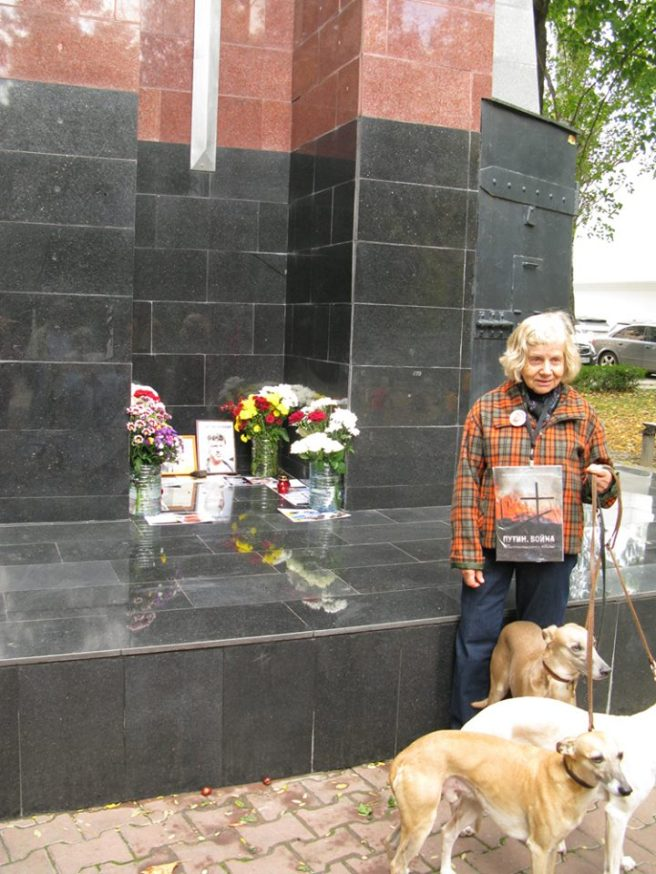 Распространяем доклад «Путин. Война!» (а собачки — это просто так...) — с Лидией Ольшанской.
