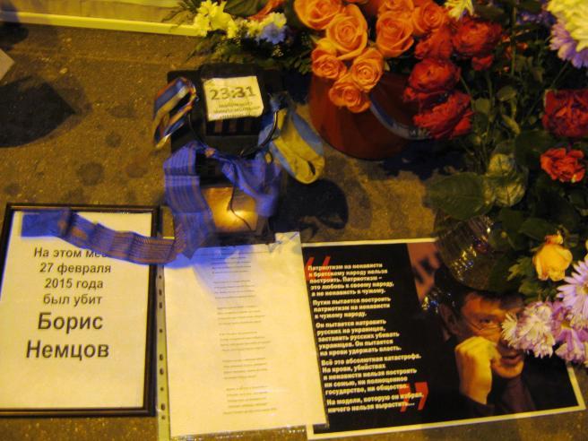 11.10.2016. Немцов Мост. Эту ленточку принёс тот самый Владимир, говорит, что освящённая.