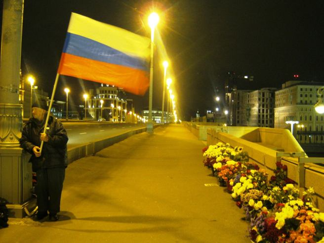 11.10.2016. Немцов Мост. Михаил с флагом.