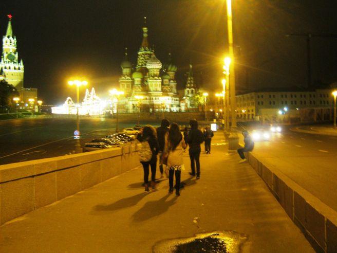 11.10.2016. Немцов Мост.. Прохожие