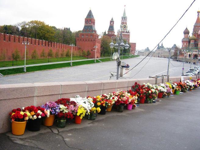 20.10.2016. Немцов мост. Интересно, что там ремонтируют...