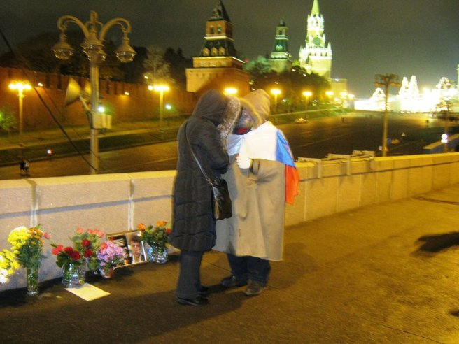 27.10.2016. Немцов мост. Мемориал. Гриша и Ольга