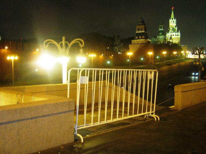 27.10.2016. Немцов мост. И тут загородка. Туда и сюда не ходи
