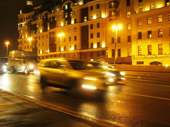 27.10.2016. Немцов мост. Машины. Машины. Машины. Очень редко вижу здесь пробку.
