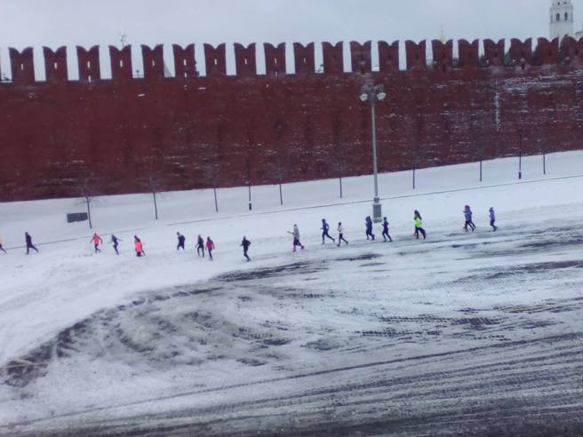 Вид с Немцова моста. Бегуны