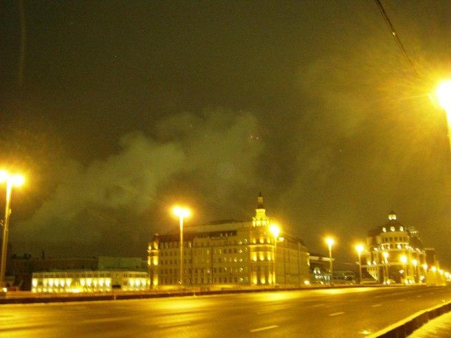 14.11.2016. Немцов мост. То самое место, где должна была бы быть луна.