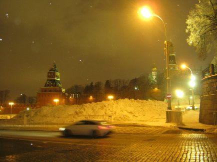 14.11.2016. Путь на Немцов мост. Снежная гора на Васильевском спуске