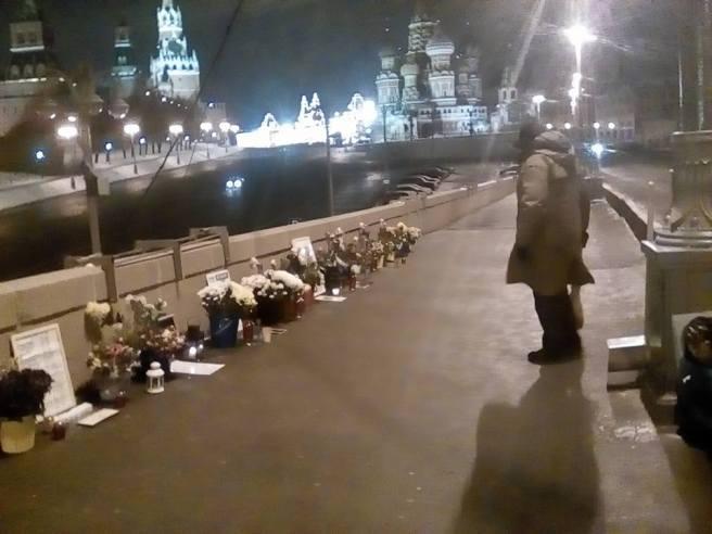 Илья Повышев: На Немцовом мосту с Иваном Шаравиным. За работой.