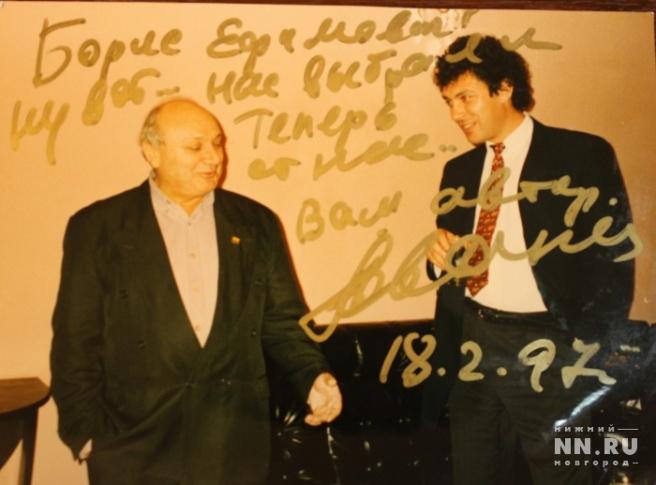 С известным сатириком Михаилом Жванецким. 1997 год. Фото: из архива Александра Котюсова