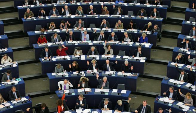 Европейский парламент на пленарной сессии в Страсбурге, посвященной соблюдению прав человека, принял резолюцию об оппозиционном активисте Ильдаре Дадине, потребовав его немедленного освобождения и независимого расследования его заявлений о пытках в сегежской колонии Reuters