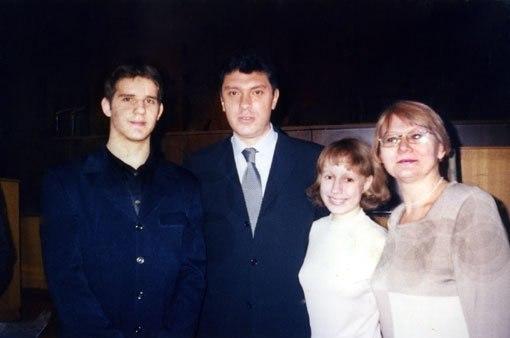 Немцов и школьники – лауреаты его именной стипендии
