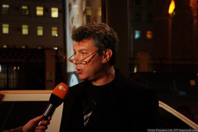 """Борис Немцов рассказал """"Радио Свобода"""", что пикетирование отменяется, потому что не подвезли плакаты."""