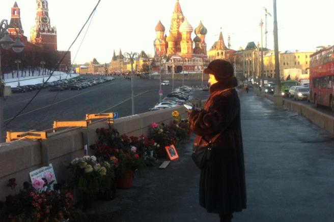 Женщина повернулась ко мне — на глазах у неё были слёзы. Я спросила, знала ли она Бориса Ефимовича? А кто его не знал? Светлая память... — сказала она.