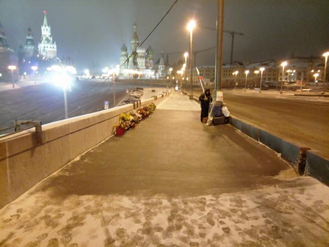 Вычищенная от снега площадка Мемориала