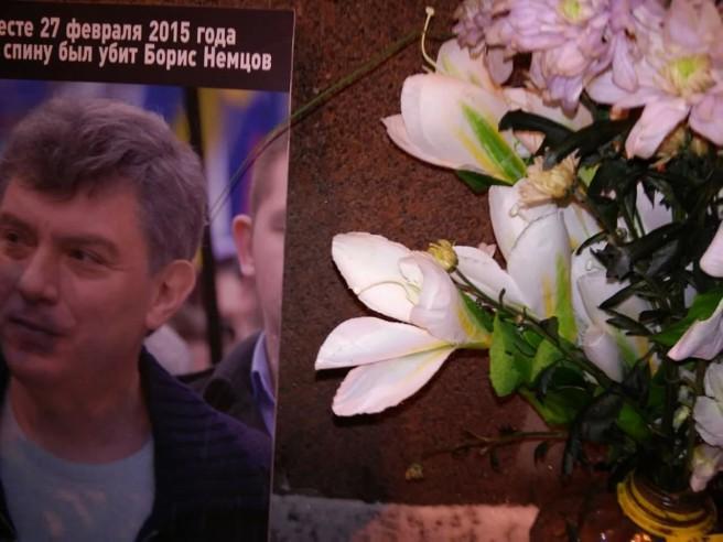 Кто-то лилии принес... Спасибо. Это любимые цветы Бориса Ефимовича.